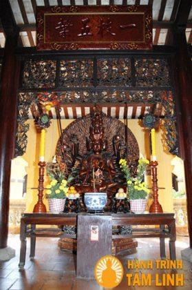 Bàn thờ Quan Âm Thiên thủ Thiên nhãn chùa Hội Sơn