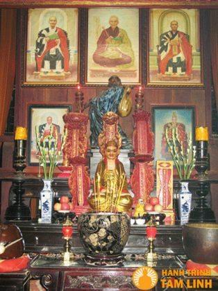 Bàn thờ Tổ chùa Hội Sơn
