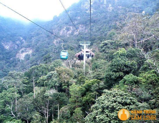 Cáp treo lên chùa Hoa Yên