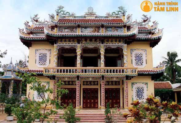 Chính điện chùa Quang Minh