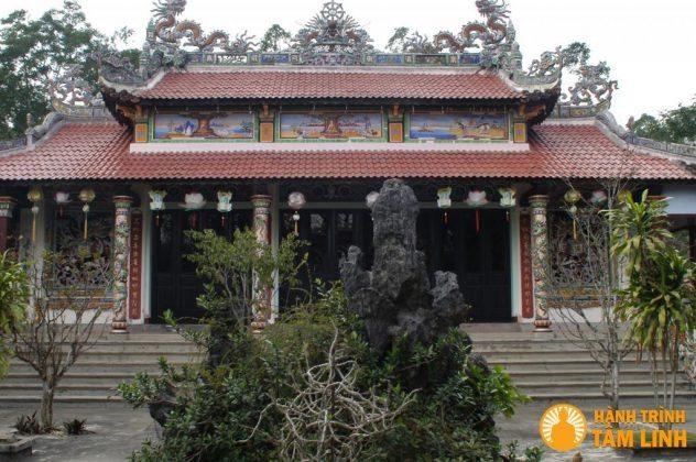 Chính điện chùa Trúc Lâm