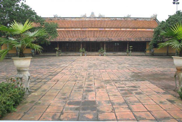 Chính điện chùa Diên Thọ