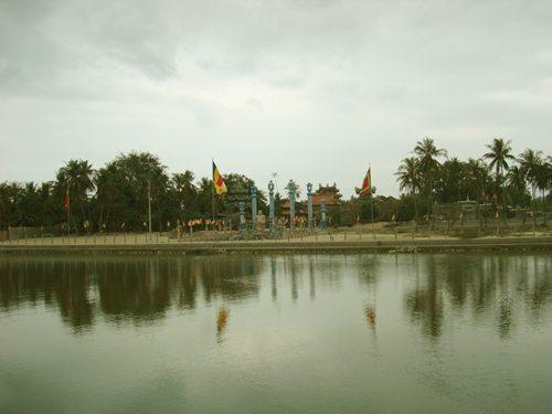 Chùa Linh Sơn nhìn từ xa