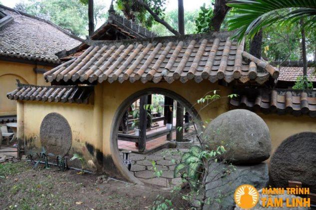 Khuôn viên trong chùa Hội Sơn