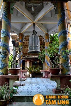Tháp chuông chùa Cần Linh