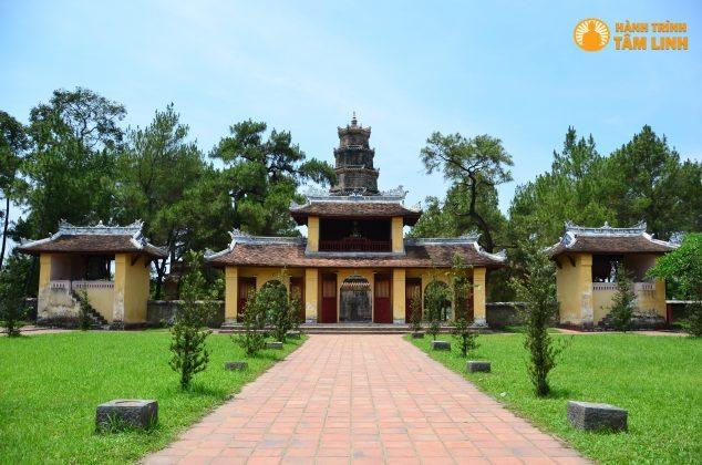 Cổng chùa Thiên Mụ