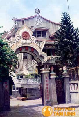 Cổng chùa Từ Nghiêm