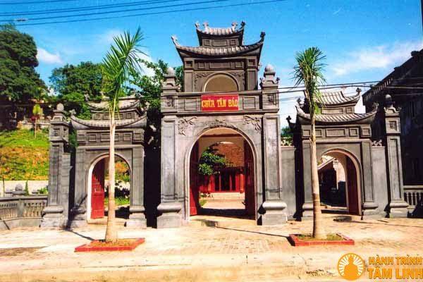 Cổng tam quan chùa Tân Bảo