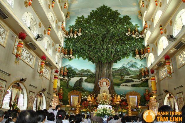 Điện Phật chùa Vạn Đức