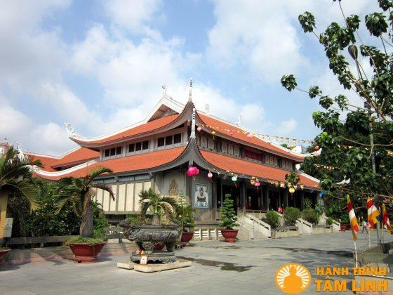 Điện phật chùa Vĩnh Nghiêm