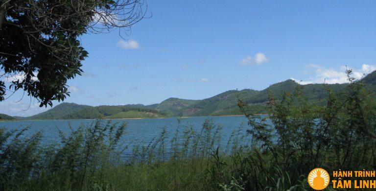 Hồ Yên Lập