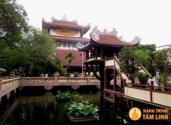 Bên Hồ Long Nhãn