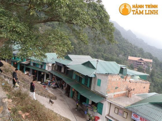 Khu nhà dịch vụ dưới chùa Hoa Yên