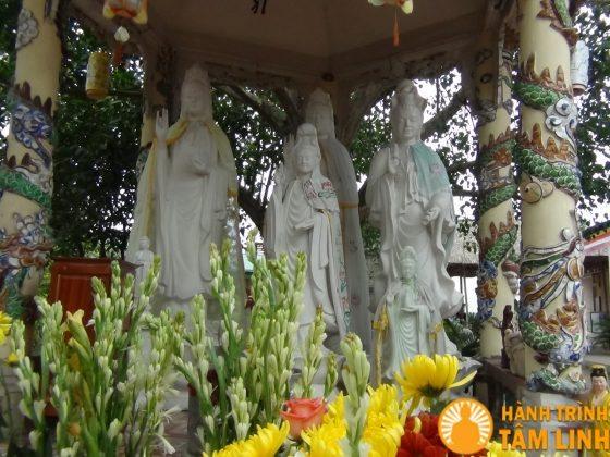 Lầu Quan Thế Âm Bồ Tát chùa Cần Linh