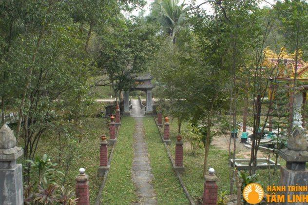 Lỗi dẫn vào chùa Trúc Lâm