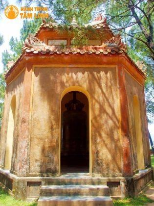 Nhà Chuông ở sân chùa Thiên Mụ - Nơi đặt chiếc Đại Hồng Chung