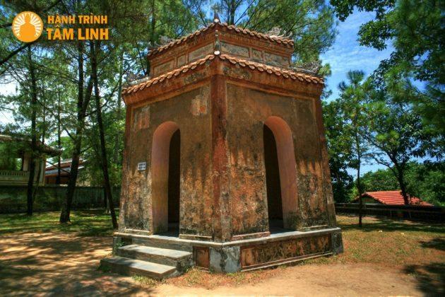 Nhà tứ giác bên tháp Phước Duyên chùa Thiên Mụ