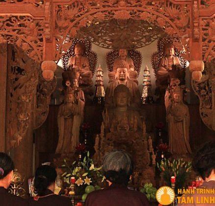Phật điện chùa Trung Tự
