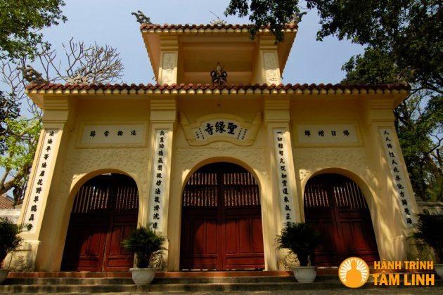 Tam quan của chùa Thánh Duyên