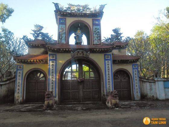 Tam quan chùa Thiên Ấn