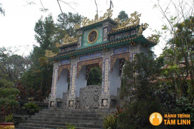 Tam quan chùa Trúc Lâm