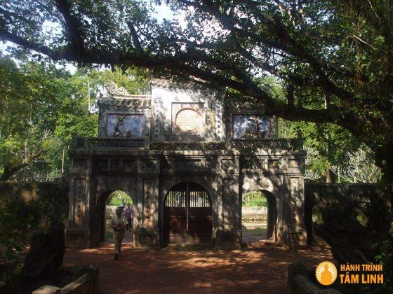 Tam quan chùa Từ Hiếu