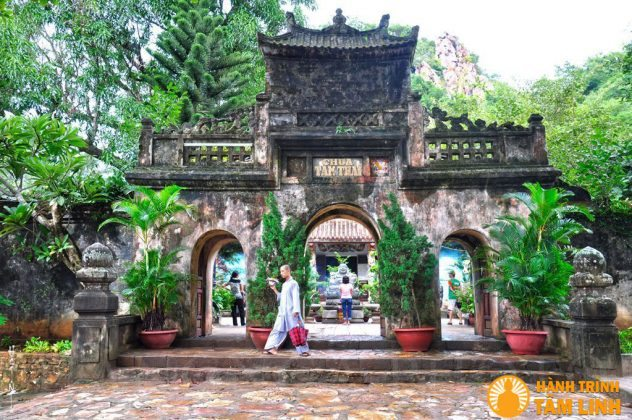 Tam quan chùa Tam Thai