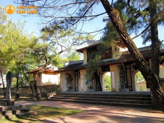 Tam quan chùa thiên mụ