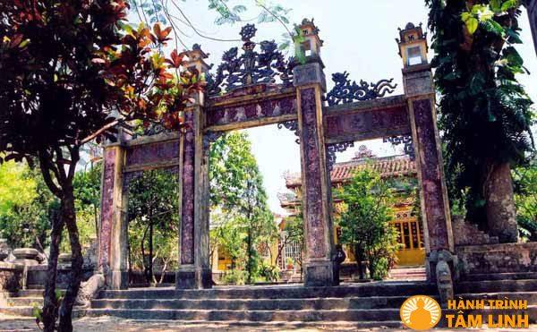 Tam quan chùa Vạn Phước