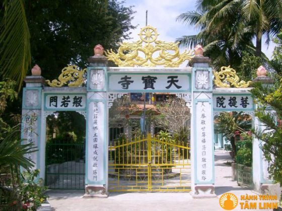 Tam quan chùa