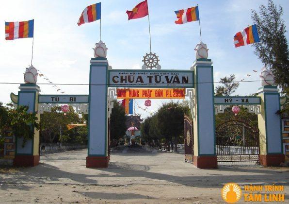Tam Quan chùa Từ Vân