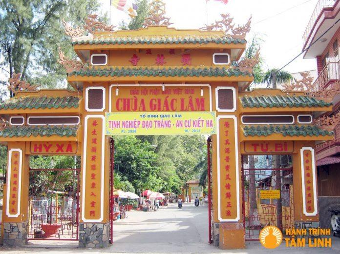 Tam quan chùa Giác Lâm