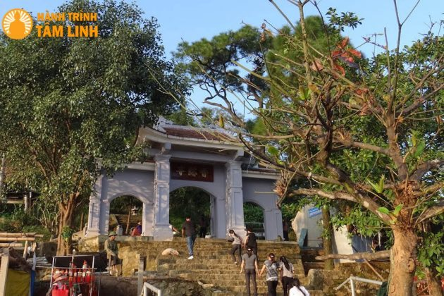 Tam quan Chùa Hương Tích - Hà Tĩnh