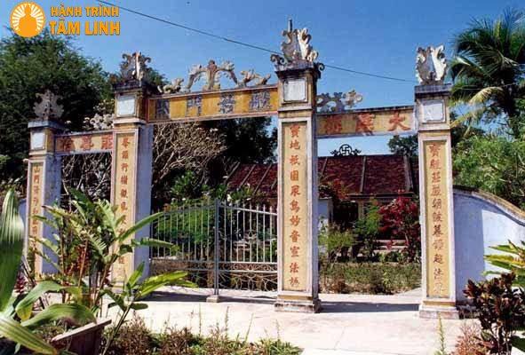 Tam quan chùa Bảo Phong