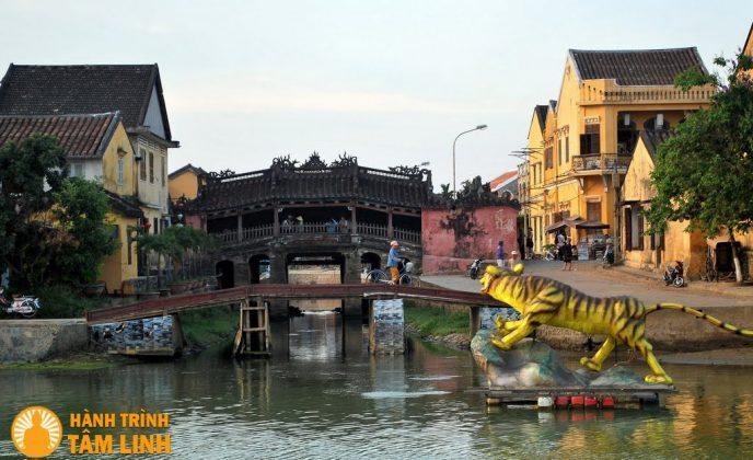 Toàn cảnh chùa Cầu