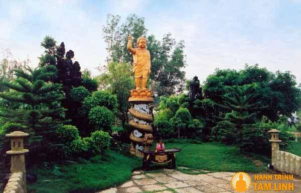 Tượng Bồ Tát Đản Sinh chùa Huệ Nghiêm