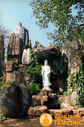 Tượng Bồ tát Quán Thế Âm chùa Hội Sơn