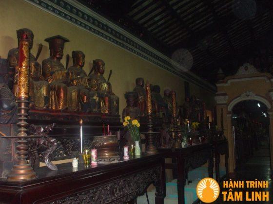 Tượng phật trong chùa Giác Lâm
