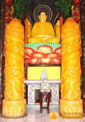 Tượng Đức Phật Thích Ca và cặp nến kỷ lục đầu tiên Chùa An Phú
