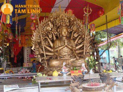 Pho tượng chứa 2kg bạch kim tại chùa Cần Linh