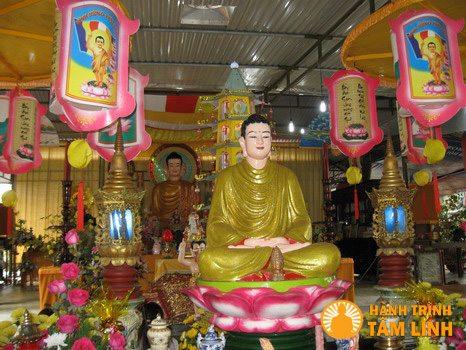 gian thờ Phật trong chùa