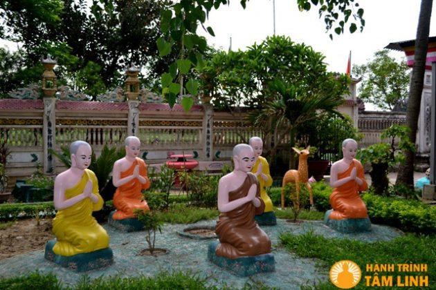 Tượng phật trong chùa Cần Linh