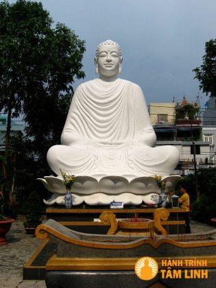 Tượng Phật chùa Giác Lâm