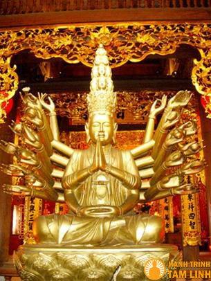 Tượng phật bên trong chùa Thành
