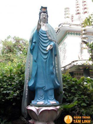 Tượng quan thế âm chùa Từ Vân