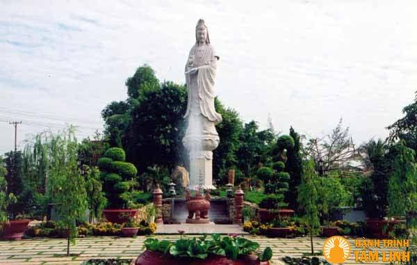 Tượng Quan Âm chùa Huệ Nghiêm
