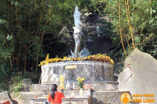 Tượng Quan Thế Âm Bồ Tát chùa Hương Tích