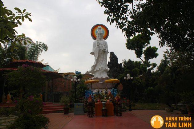 Tượng Quan Thế Âm Bồ Tát chùa Pháp Lâm