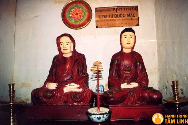 Tượng thái sư Trần Thủ Độ và vợ là bà Trần Thị Dung
