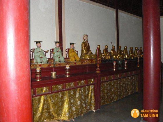 Tượng Thập Diện Minh Vương và thập bát La Hán của chùa